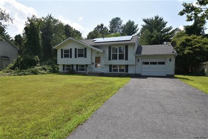 Photo for 12 WYNNEFIELD DR